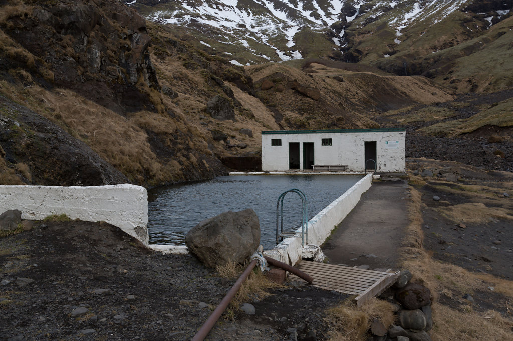 Freibad im Gebirge auf Island